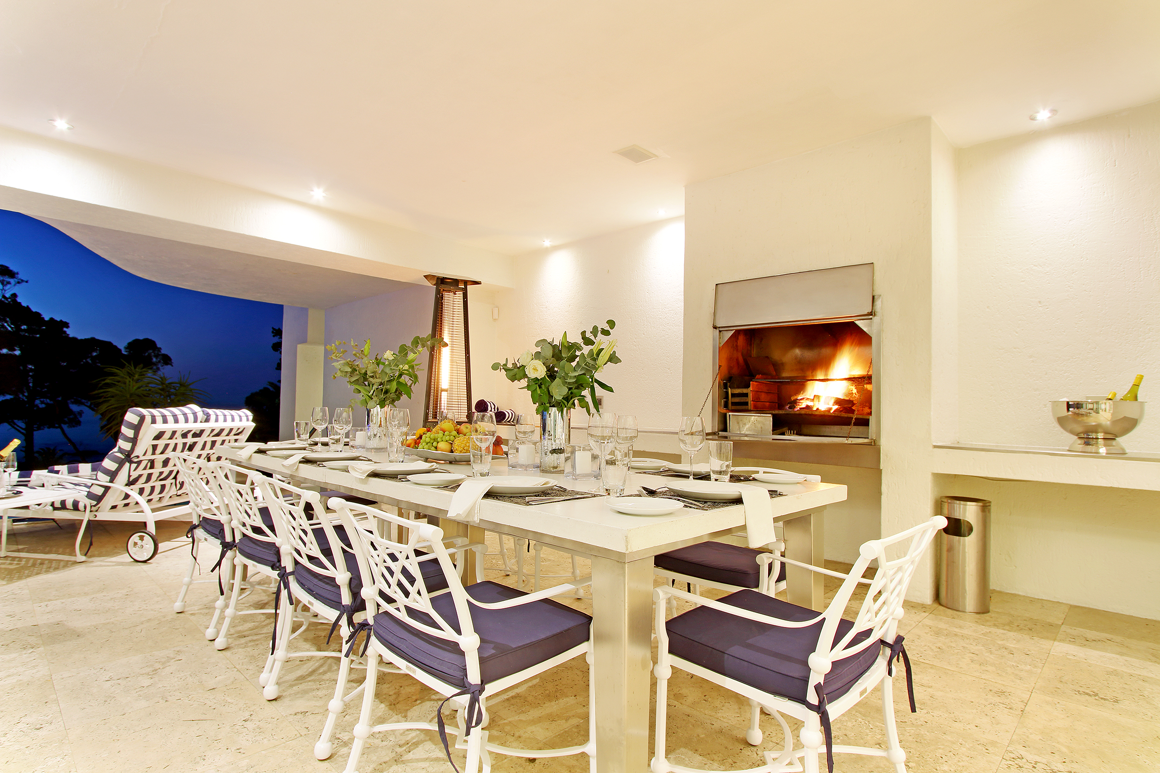 Outdoor Dining and BBQ Poolside
